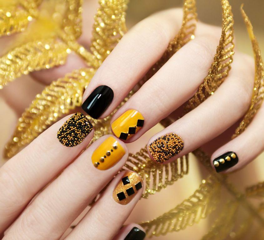 Nails: Acrylic or Shellac